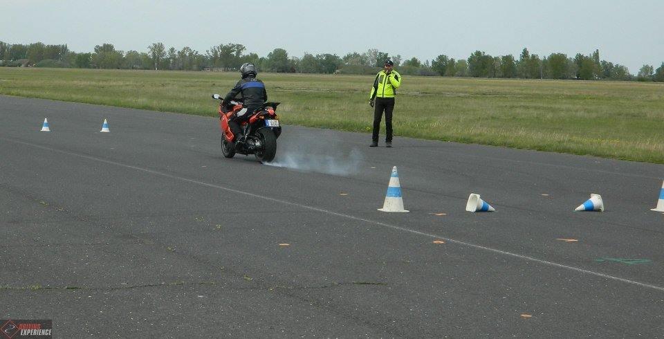 Mindenki a saját motorjával tanulja meg a vészhelyzetek helyes kivédését