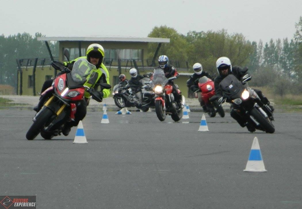 A Haladó tréningen nagyon határozottan nő meg a járművek sebessége...