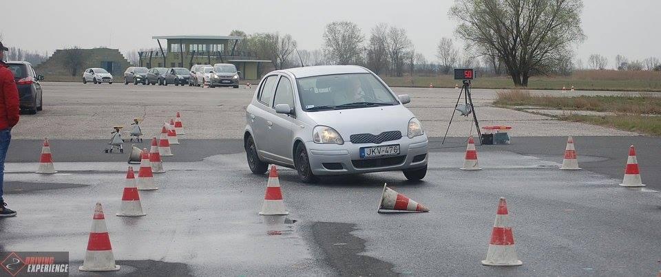 Valódi vészhelyzeteket tanulunk meg elhárítani egy Driving Experience képzésen - és ami a legfontosabb: olyan sebességgel, amilyet közúton is használunk